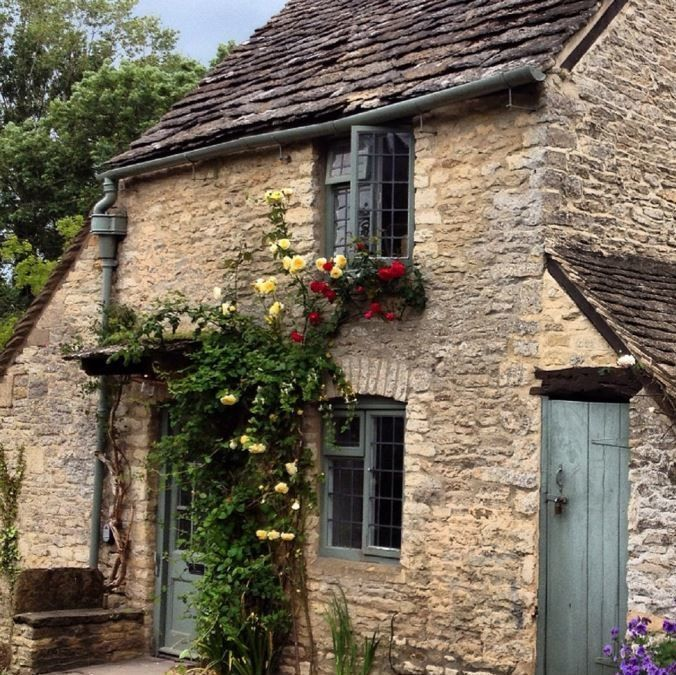 The Honey Pot: A Cute Stone House In The Cotswold