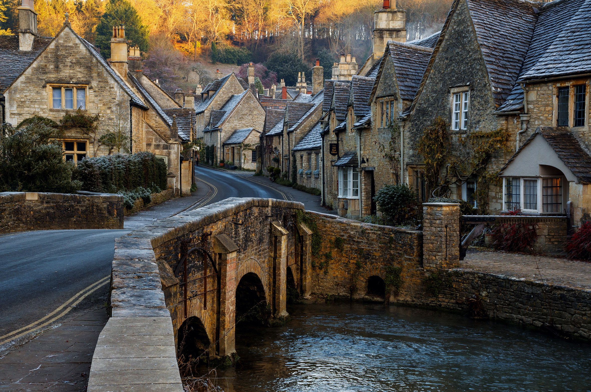 Here S How To Have A Perfect Day Out In Castle Combe Castle Combe Cotswolds England Castle