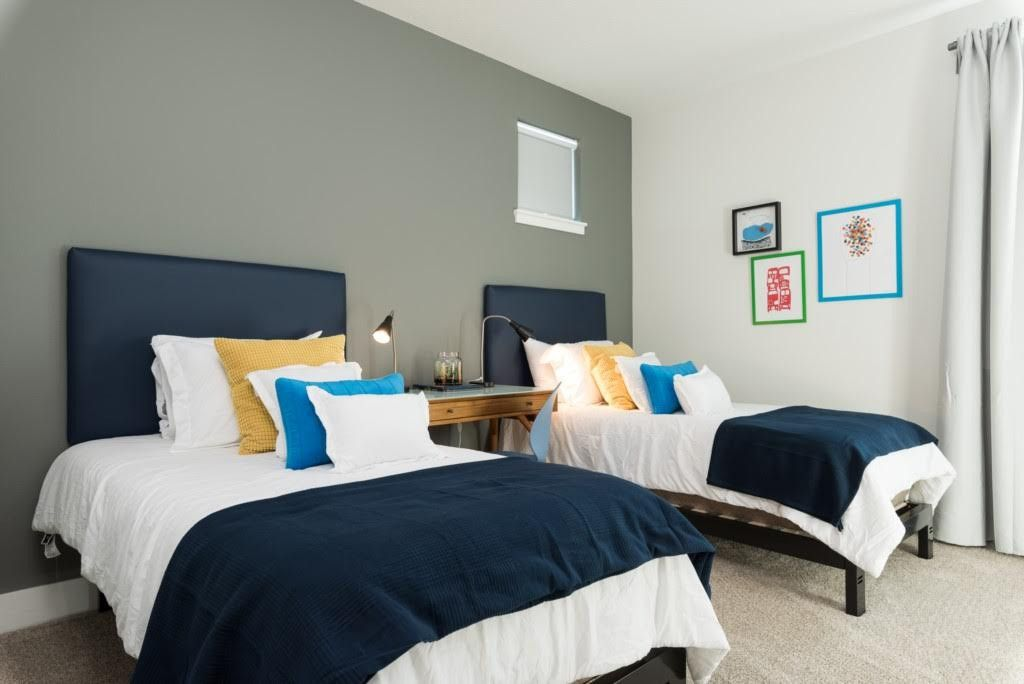 Two Twin Beds For Modern Guest Bedroom Country Bedroom Modern