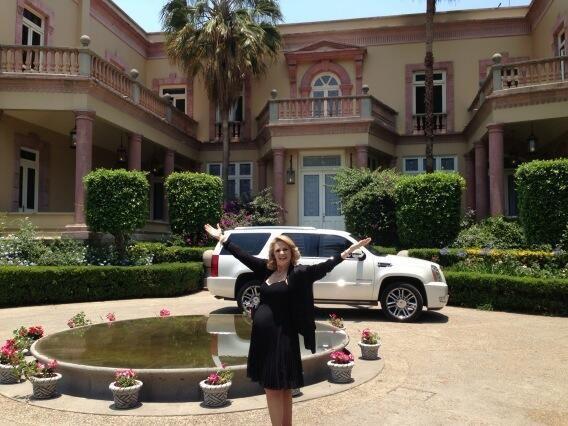 Erika Buenfil como #VictoriaBalvanera en #AmoresVerdaderos #Detras