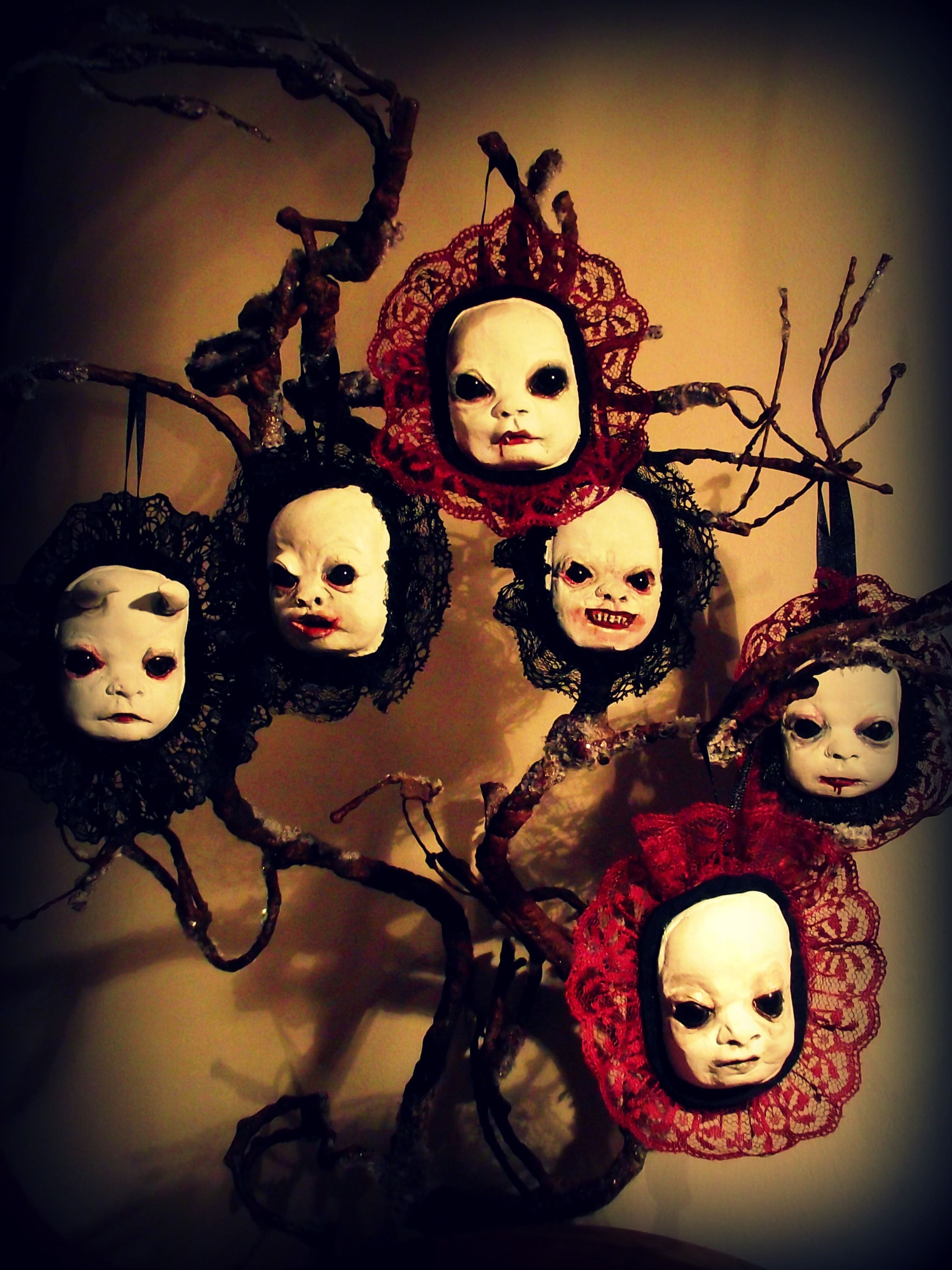 halloween tree decorations are nowhere as popular as christmas trees you should not neglect this type of decoration as it can be a very creative way to