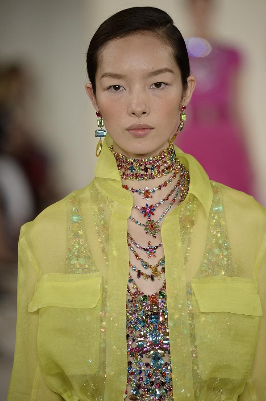 Die Models bei Ralph Laurens Defileé für diesen Sommer trugen Strass-Colliers, die schöner funkelten als jeder Sternenhimmel