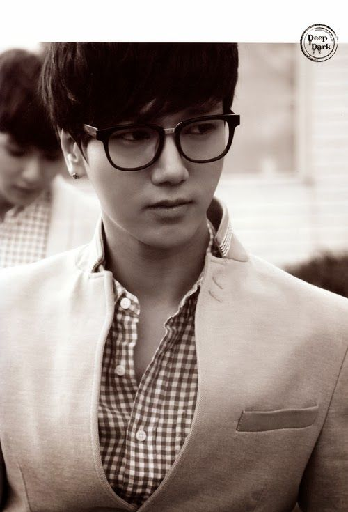 yesung in his sexy specs ;) // Super Junior Memory in Hawaii - Aloha Photobook