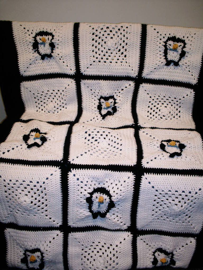 A Penguin Afghan ~ no pattern | Granny Square | Pinterest | Mi ...