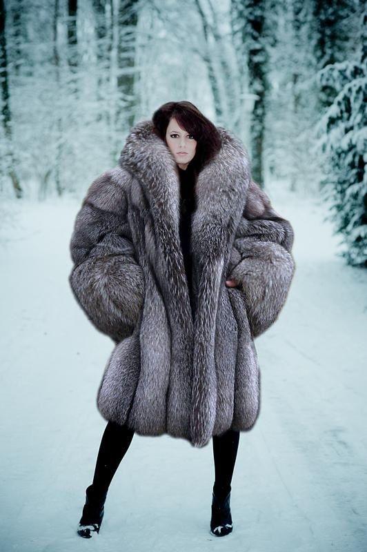 A real HUGE silver fox stroller!!! | Elegant women in furs ...