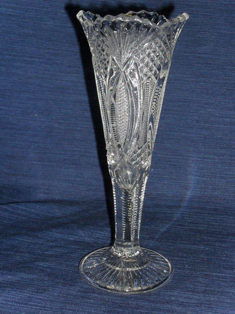 Clear Gl V Shaped Vase