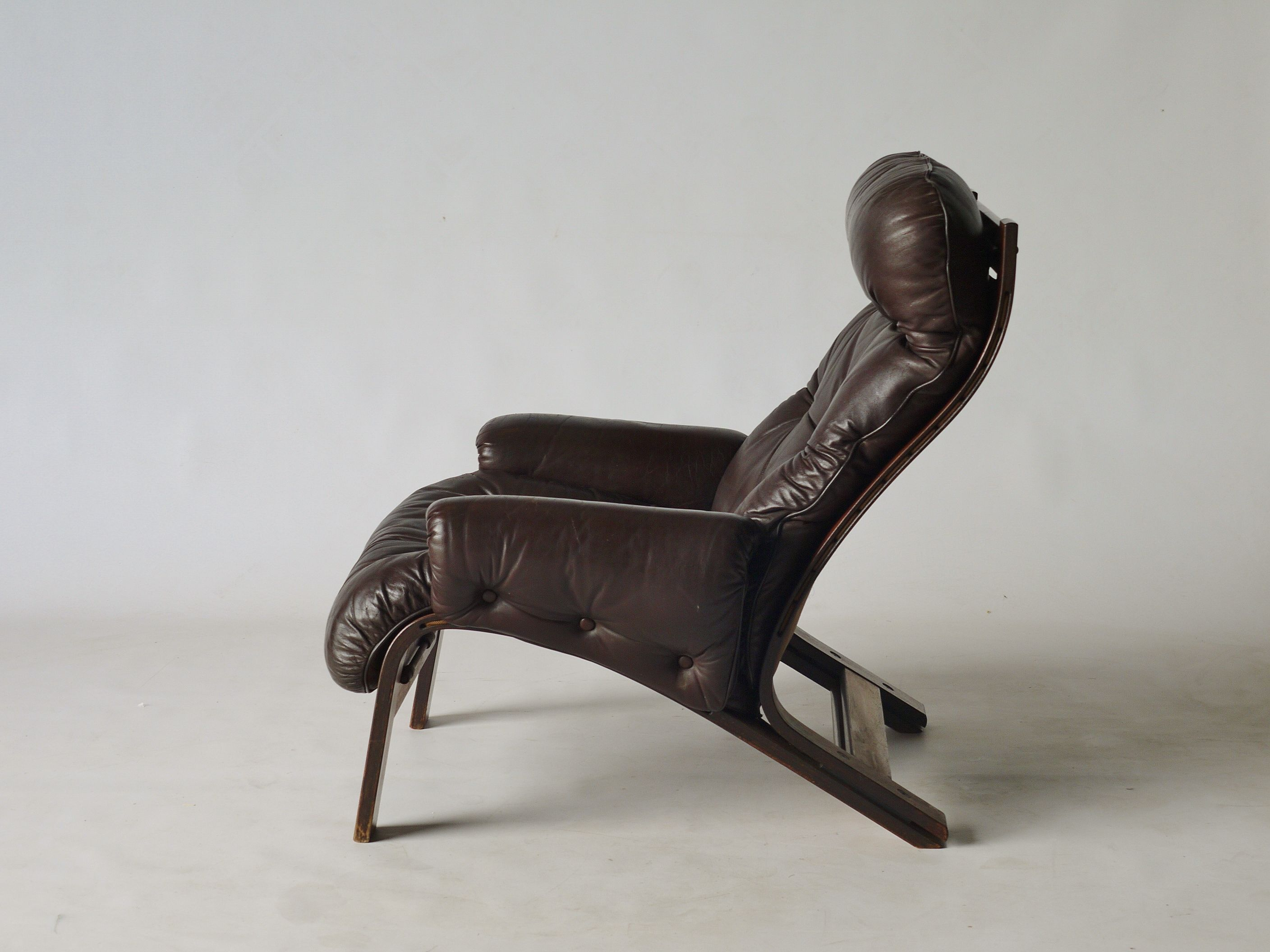 Norwegian 1960s/70s Rosewood and leather lounge chair manufactured by Rykken &co. and designed by Oddvin Rykken. Sold.