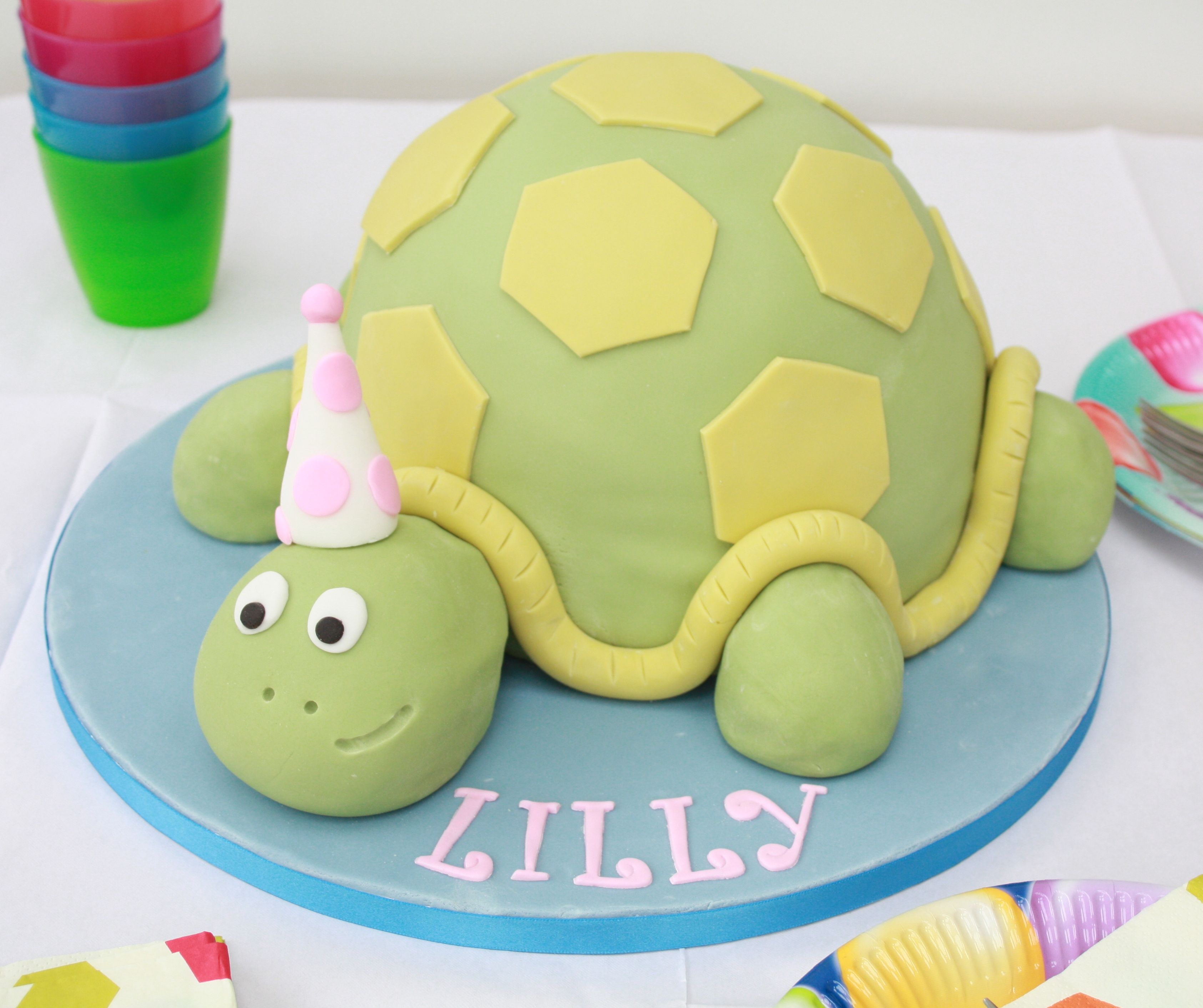 Pastel decorado con fondant para una fiesta fondant turtle cake
