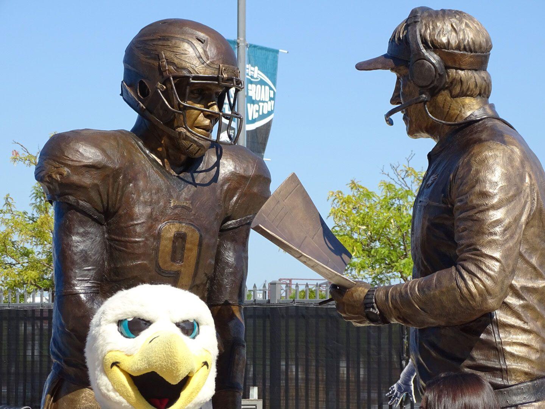 Bud Light Unveils Philly Special Statue Of Doug Pederson And Nick Foles Doug Pederson Philadelphia Eagles Fans Statue