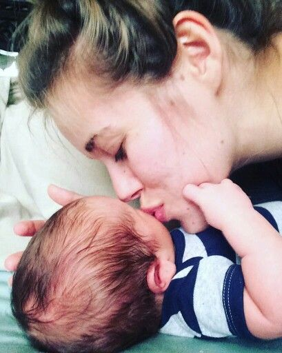 Jessa giving her son a kiss