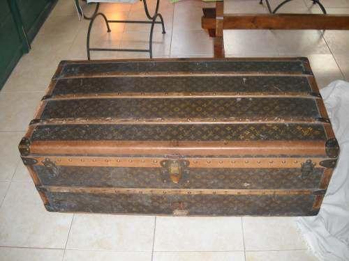 1e743dcb7 Antiguo Baul De Viaje Louis Vuitton $11,693.79 USD Argentina Muebles  Antiguos