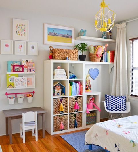 Such a bright, creative space for a little girl, huh? @jditrimares designed this beautiful room for her oldest. It's ✨. Lots more on Cakelet this eve! [link in profile]