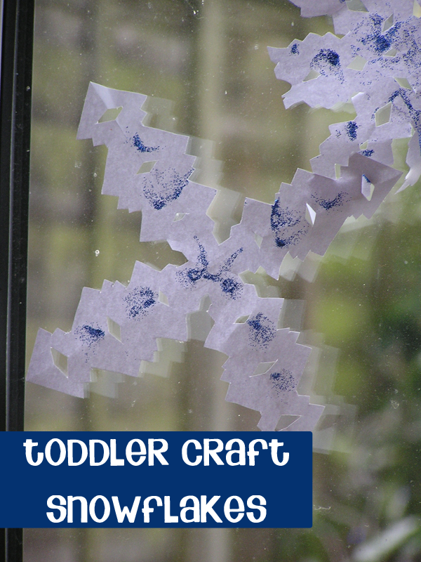 Simple Toddler Craft for Christmas - making Paper Snowflakes just like you did as a child. With a counting book to read as well. Adpat this for the age of your child - even a young toddler can add the glitter glue supervised