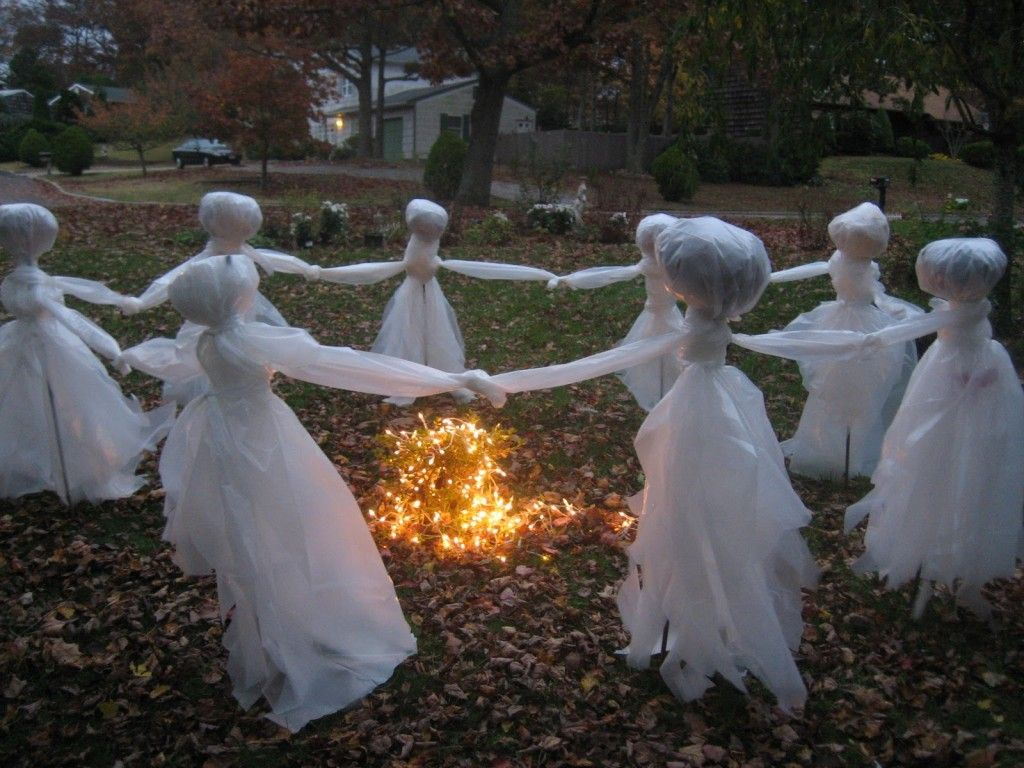 50 Astounding But Easy DIY Outdoor Halloween Decoration Ideas Ryan - Ghost Halloween Decorations