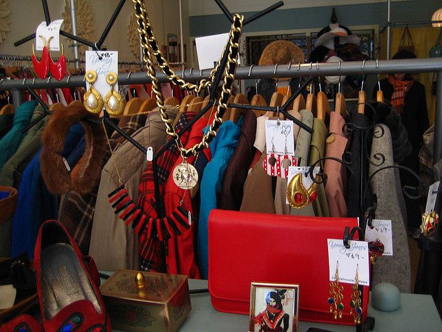 The Best Vintage Clothing Stores In Town Vintage Clothing Stores Vintage Outfits Vintage Shops