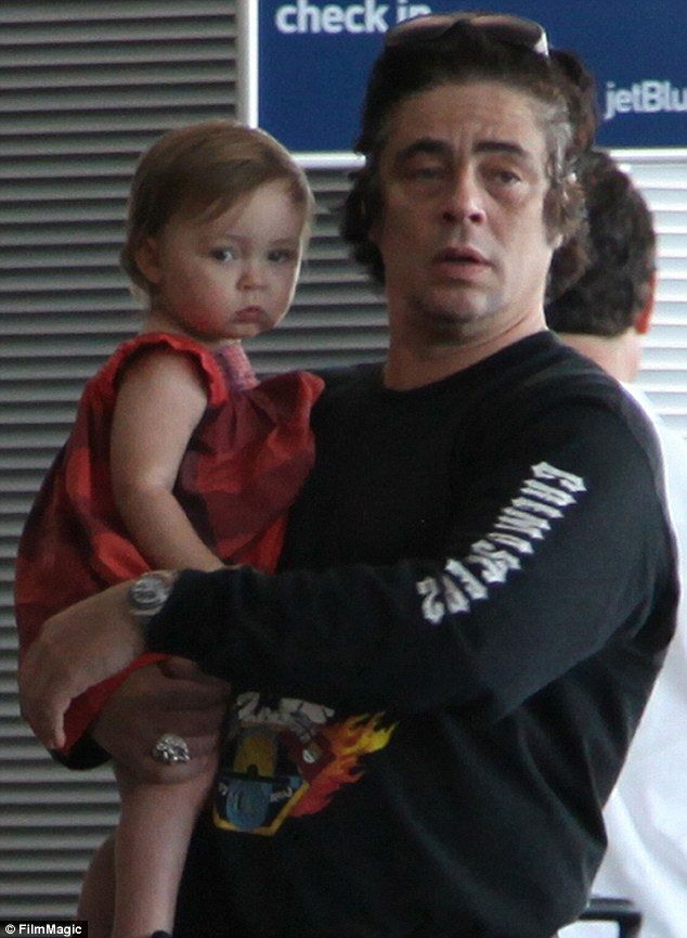 A Moment To Remember Benicio Del Toro Coos Over Baby Delilah As Actor And Kimberly Stewart Christen Their Daughter In Puerto Rico Benicio Del Toro Daughter Celebrity Families Actors