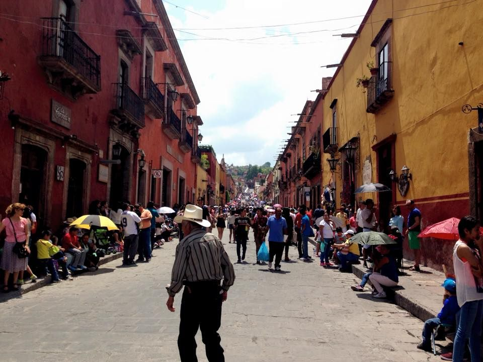 Becoming an expat in Mexico. How to get a Mexican temporary residency visa. What are the benefits, what is the process, and who can help?