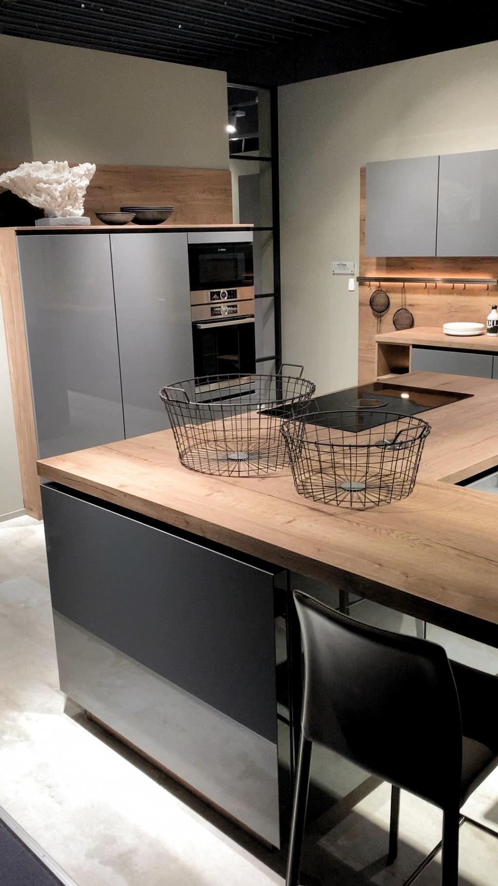 Pin By Sandro Silva On Luxury Kitchens In 2020 Kitchen Furniture Design Modern Kitchen Cabinet Design Kitchen Room Design