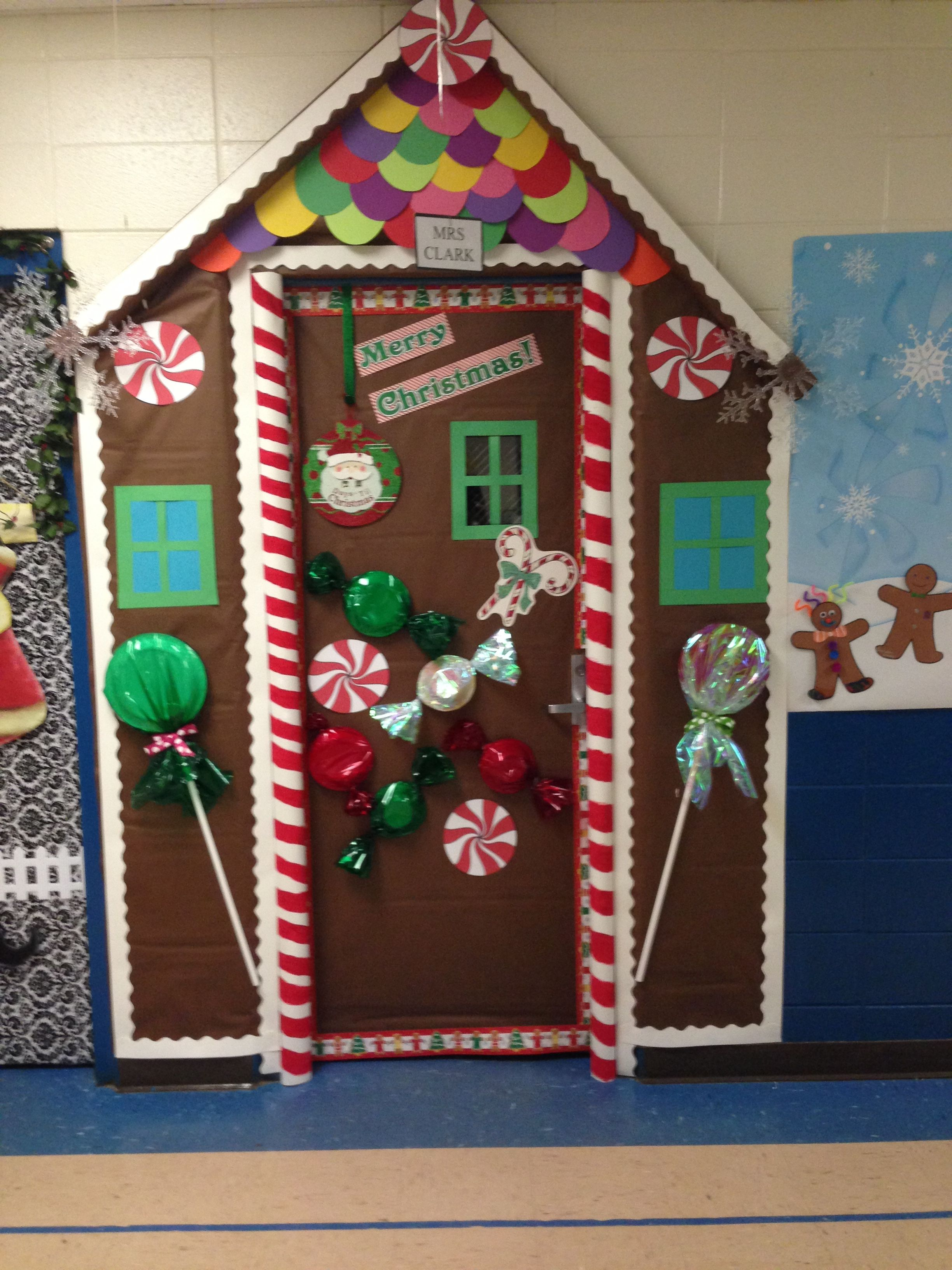 Puertas De Navidad Office Christmas Decorations Door Decorations Classroom Christmas Christmas Door Decorating Contest