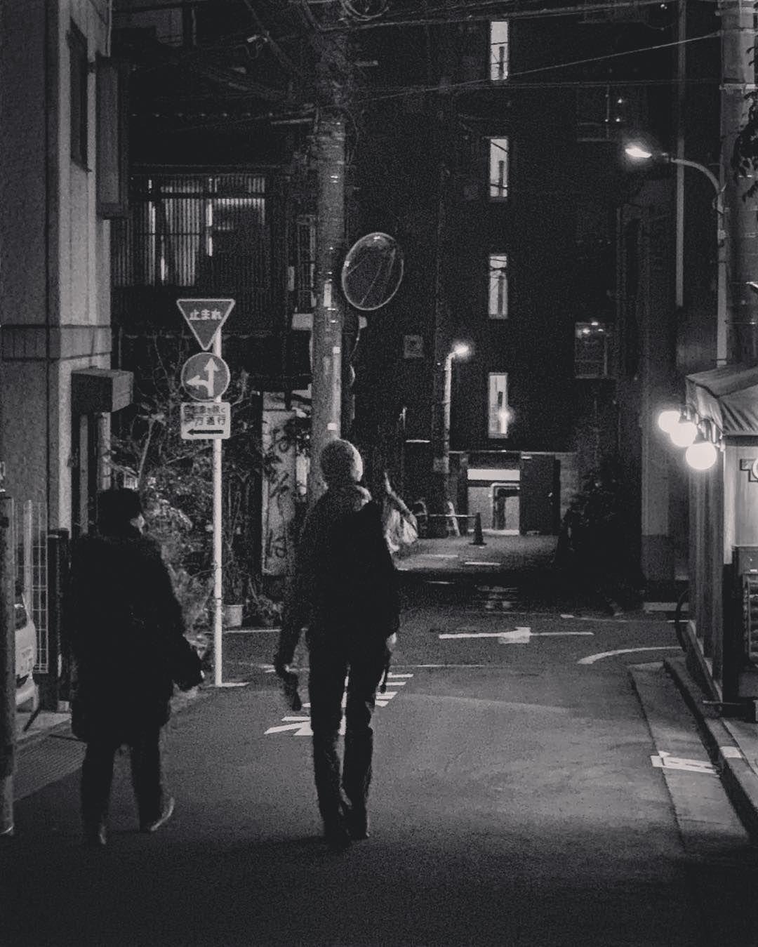 watch the best youtube videos online 裏通りにふたり 六本木通りから青山墓地に抜けるあたり ぼくドラえもん 東京 西麻布 路地 路地裏 裏通り 夜道 ふたり 電柱 光と影 グランジ パンク 白黒 モノクロ bwモノクロ写真マニア モノクロ 墓地 白黒