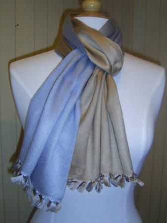 Reversible pashmina in blue and camel .