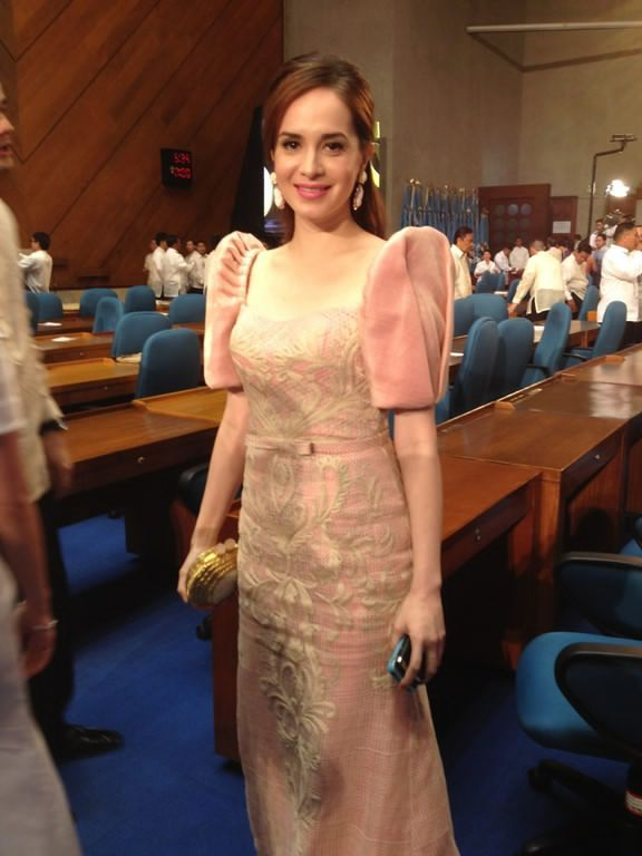 Filipiniana Gown Showcase At Philippine Sona Red Carpet