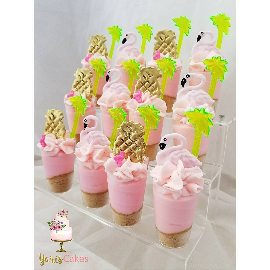 "227 curtidas, 5 comentários - Yari (@yariscakes) no Instagram: ""🍍Pineapples & flamingos cheesecakeshooters @wiltoncakes flamingo sprinkle 💓  #flamingo  #pinapple…"""