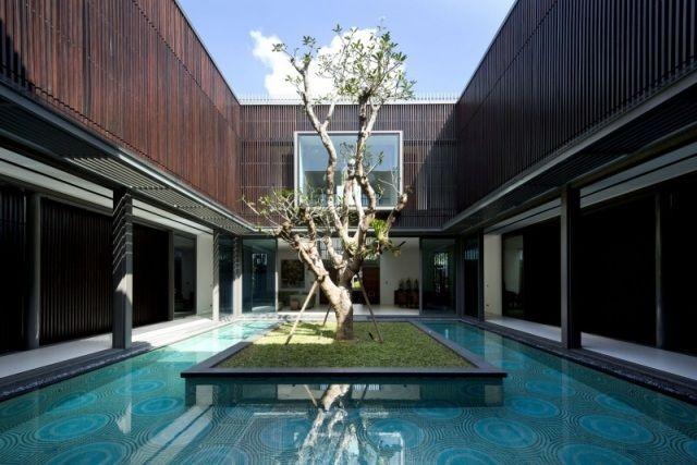 Pool design holz  Eingangsbereich modernes Haus aus Holz-Innenhof mit Pool-Insel ...