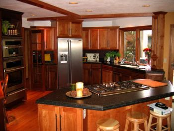 i really like this kitchen not over the tops but still nice my