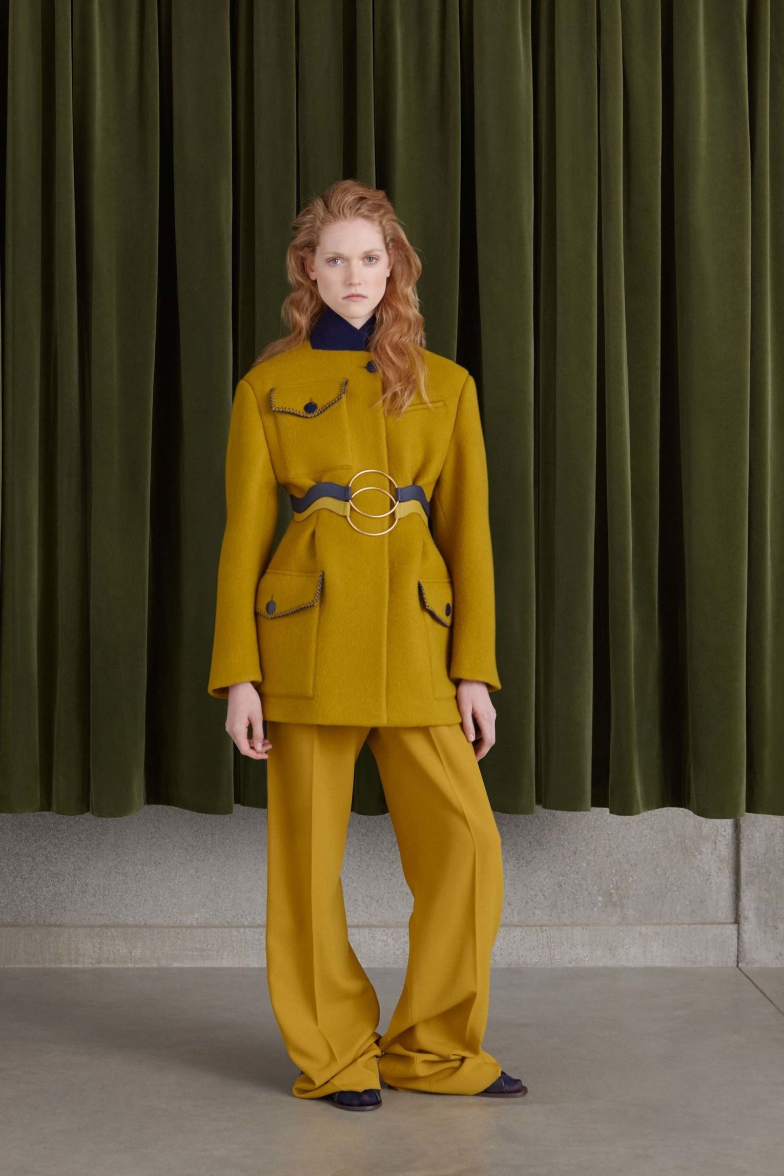 See the complete Roksanda Resort 2017 collection.