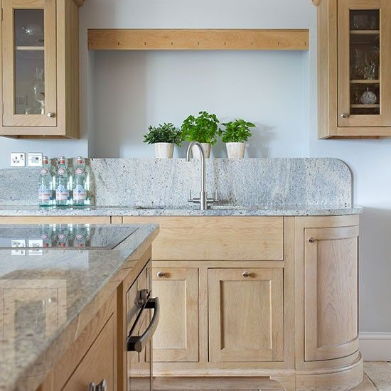 Ideas For Kitchen With Oak Cabinets: Traditional Kitchen With Oak Cabinetry