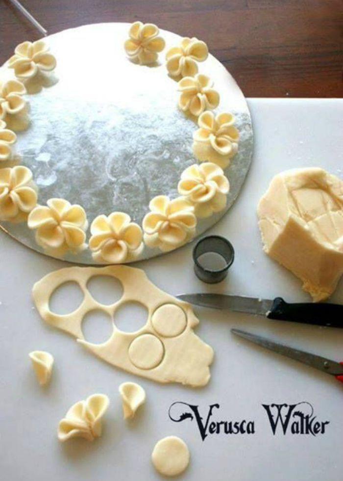 fleurs en p te d 39 amande recette p tisserie sucre et dessert. Black Bedroom Furniture Sets. Home Design Ideas