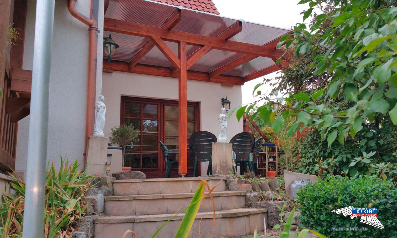 Ein Holz Terrassendach Der Marke Rexocomplete 4m X 3 5m Mit Stegplatten In Bronze Als Farbe Fur Die H Uberdachung Terrasse Terrassenuberdachung Terrassendach