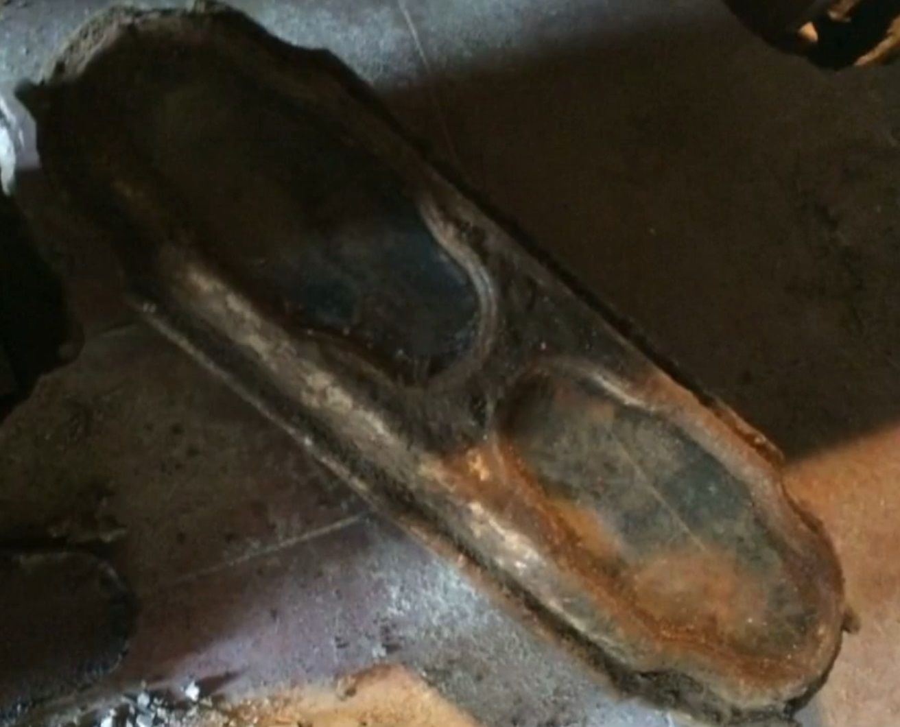 coffin-with-perfectly-preserved-body-of-little-girl-discovered two windows