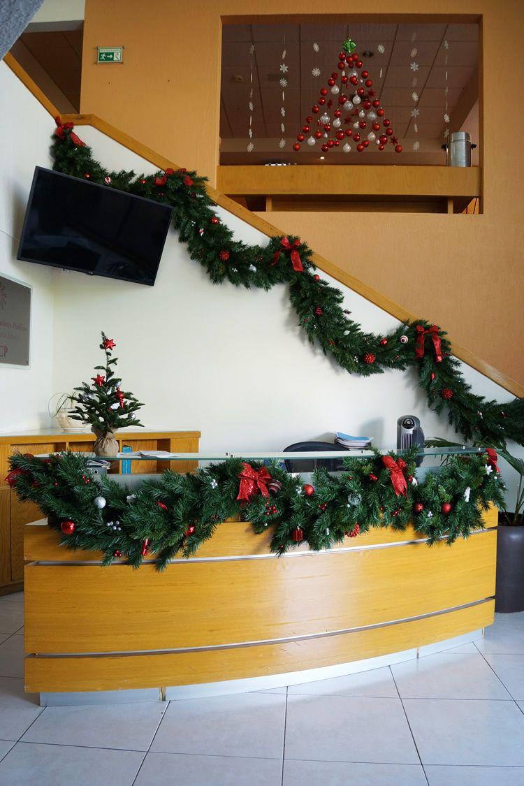 Decorando para la navidad decoraci n oficina navidad for Adornos de navidad para oficina