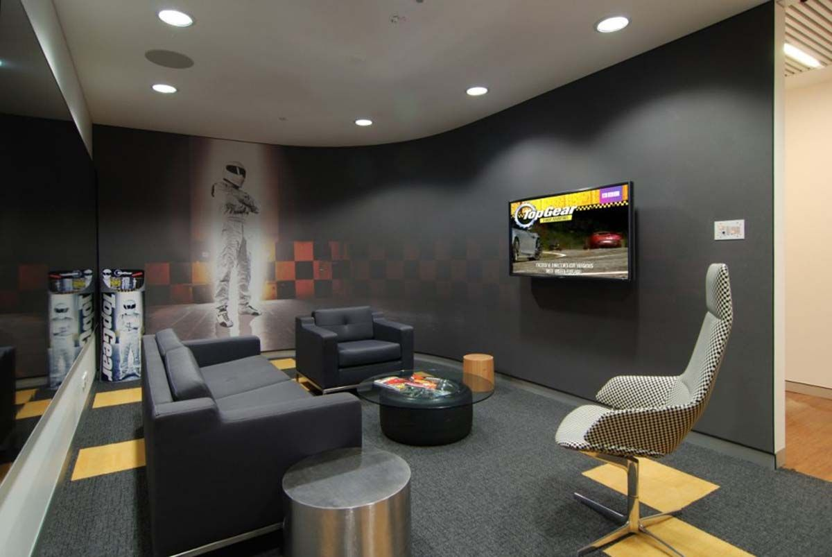 Industrial Style Commercial Office Interiors Buscar Con Google Modern Office Interiors Modern Office Design Contemporary Office Design