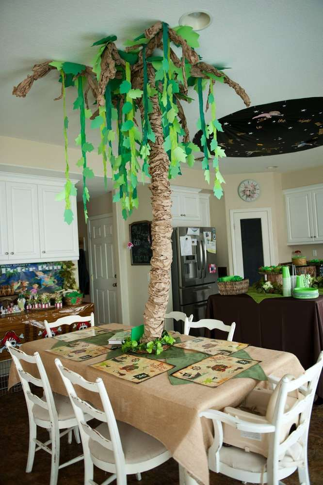 Cool decoration at a peter pan birthday party see more party planning ideas at - Deco table jungle ...