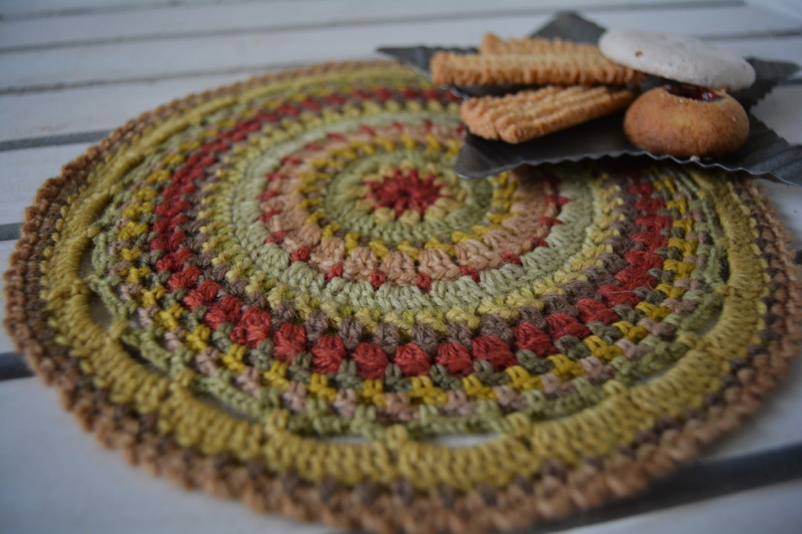 Free Pattern for a crocheted Mandala | crochet | Pinterest | Kleine ...
