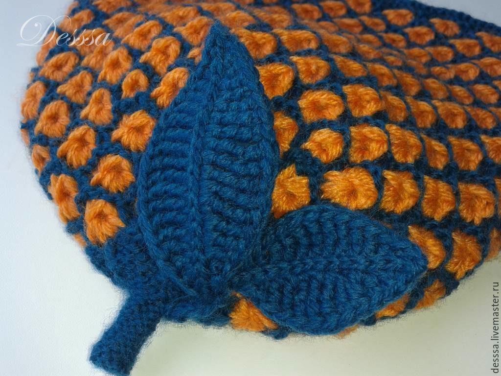 Яркая детская шапочка Оранжевые звездочки в изумрудных сотах - детская вязаная шапочка