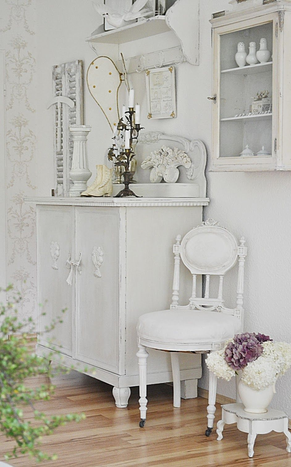 Romantische Möbel Pretty White Pieces Of Furniture By Justys Shabby Chic