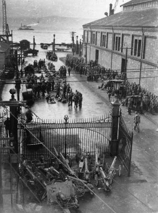 Marines arriving at Wellington wharves, 194?
