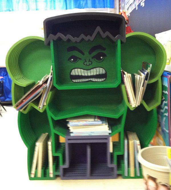 Estante de livros do Incrível Hulk é realmente incrível!