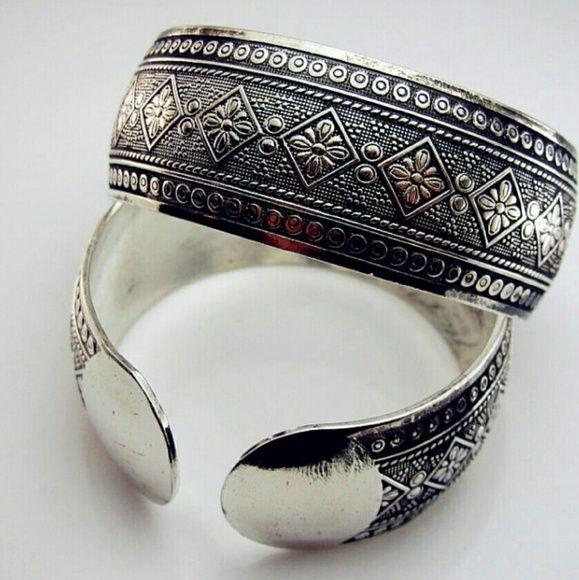 TWO (2) TIBETAN SILVER FLOWER BANGLE BRACELETS This is a set of 2 Tibetan silver alloy bangle bracelets with engraved flowers. Jewelry Bracelets