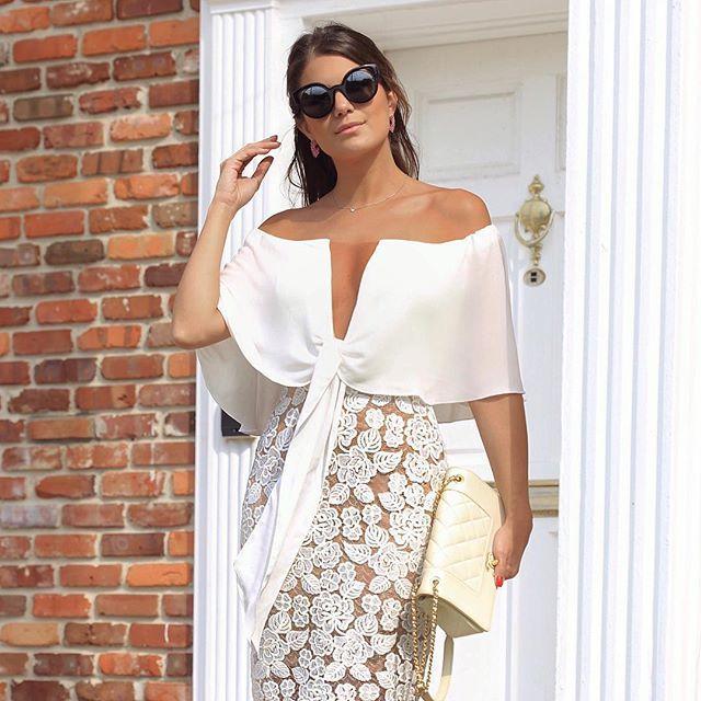 Dress @docemaria_oficial para loja @closetdamay 😍❤️ Ombro a ombro com decote de tule ❤️ www.closetdamay.com.br