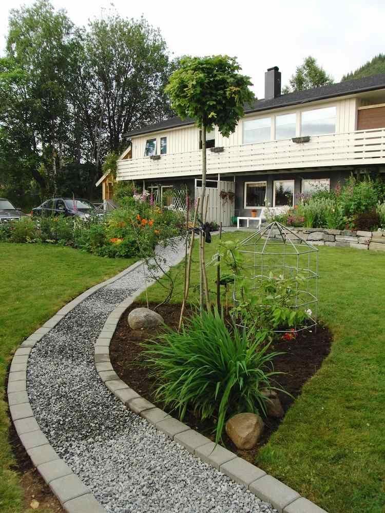 creer une alle de jardin crer une alle de jardin prix et type pour tous les budgets with creer. Black Bedroom Furniture Sets. Home Design Ideas