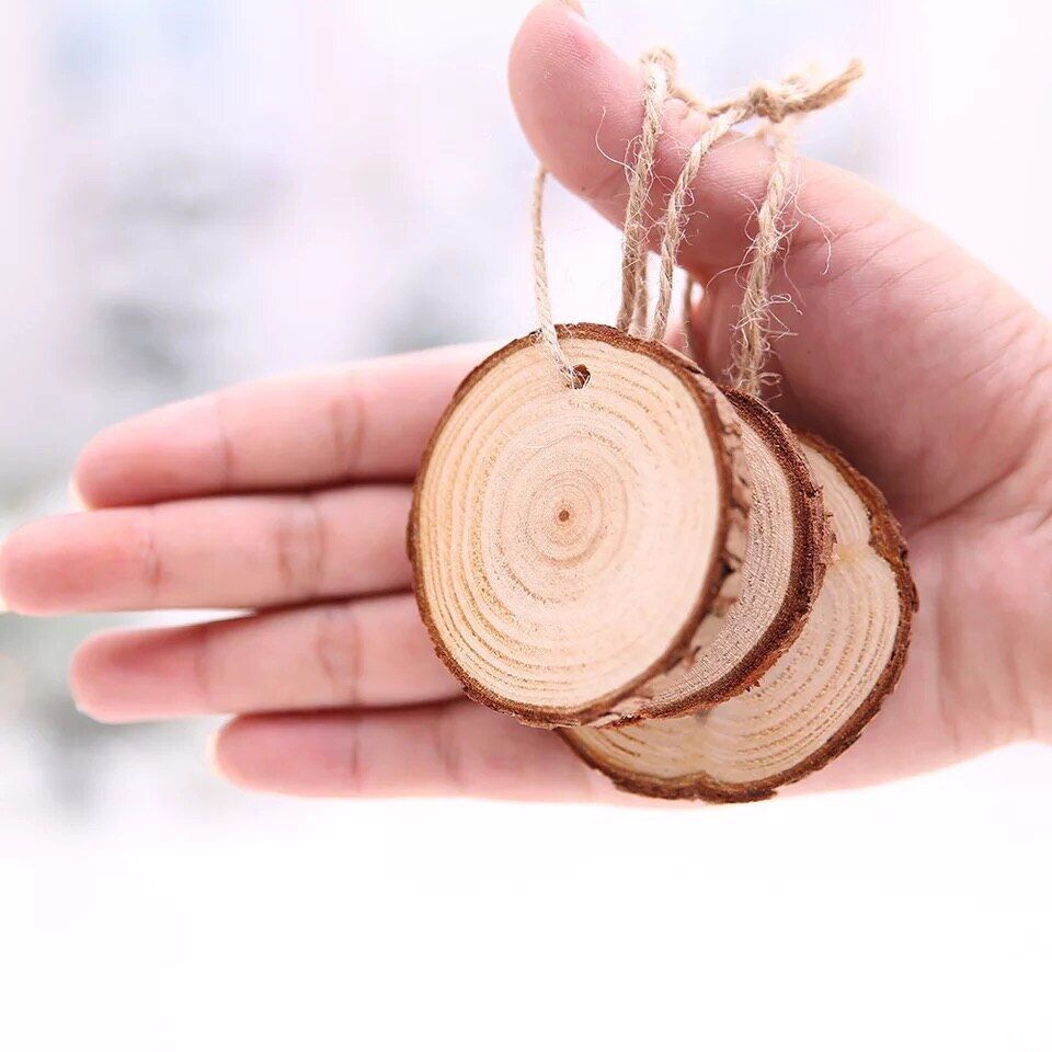 DIY and Wedding Decoarations. Wooden Slices for Crafts