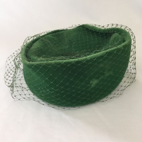 Vintage-UNION-MADE-Emerald-Green-Velvet-Hat-Pillbox-Birdcage-Veil-Kentucky-Derby