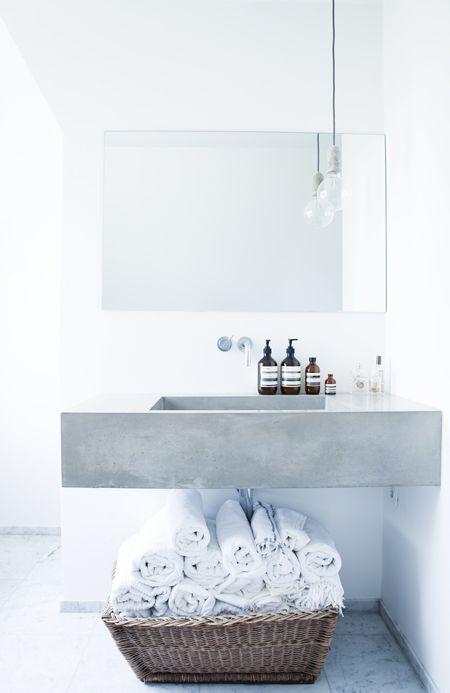 Concrete + white 水回り Pinterest Badezimmer, Bäder und Handtücher