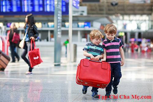 Cho con đi du lịch,bố mẹ nhất định phải dạy bé 5 điều sau.