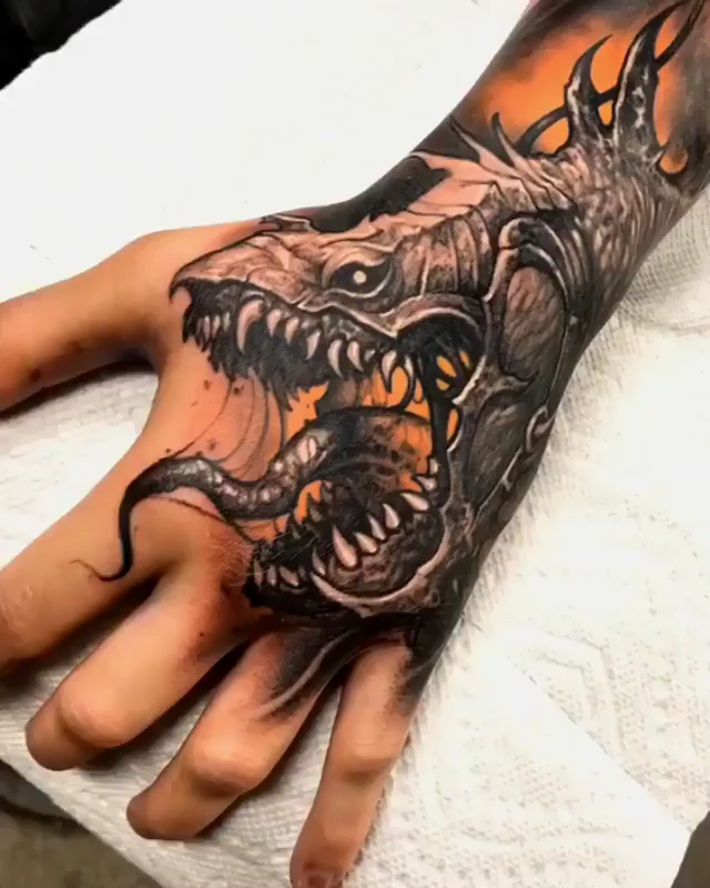 Lord of the Rings -Snake Dragon Handtattoo